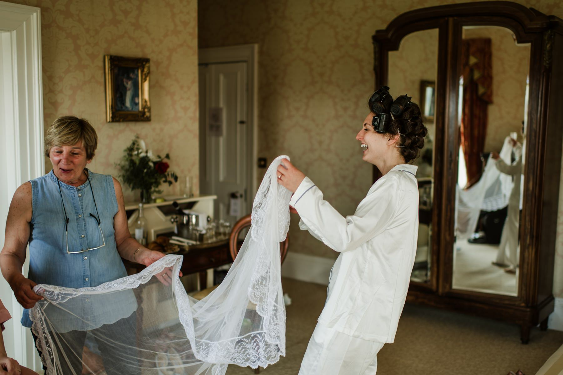 horetown house , getting ready,bride,morning