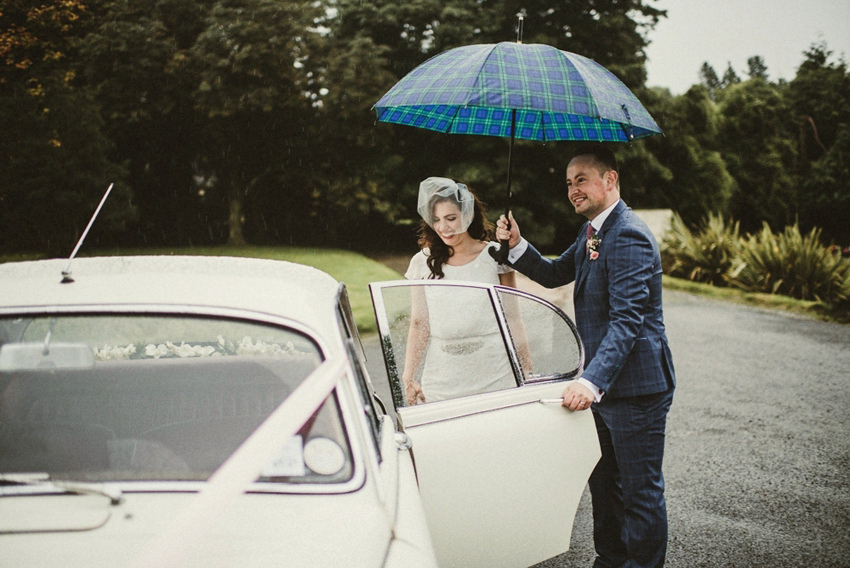 country house wedding hometown, rain at wedding, photos when raining,