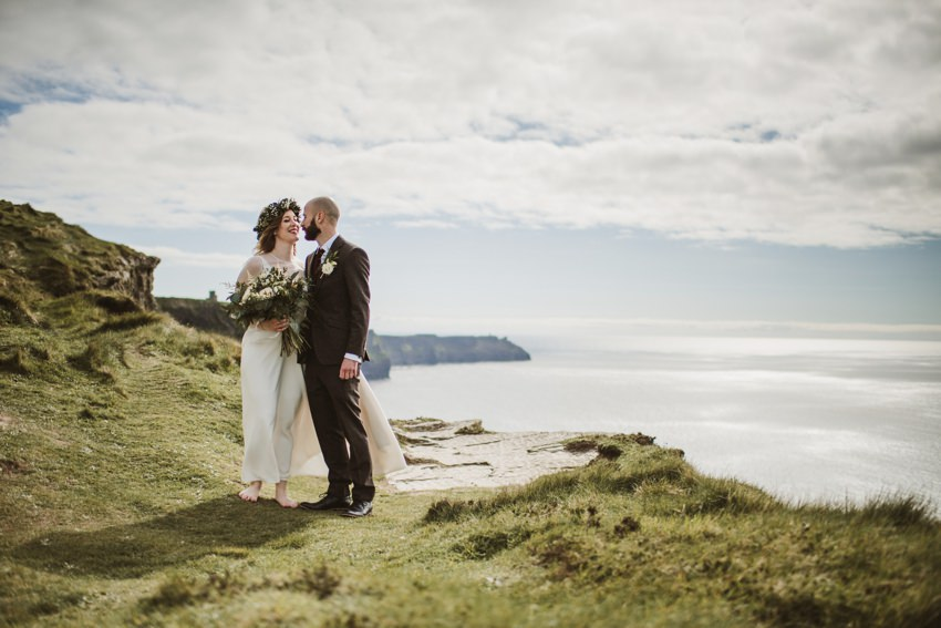 photo of married couples in cliffs of moher location