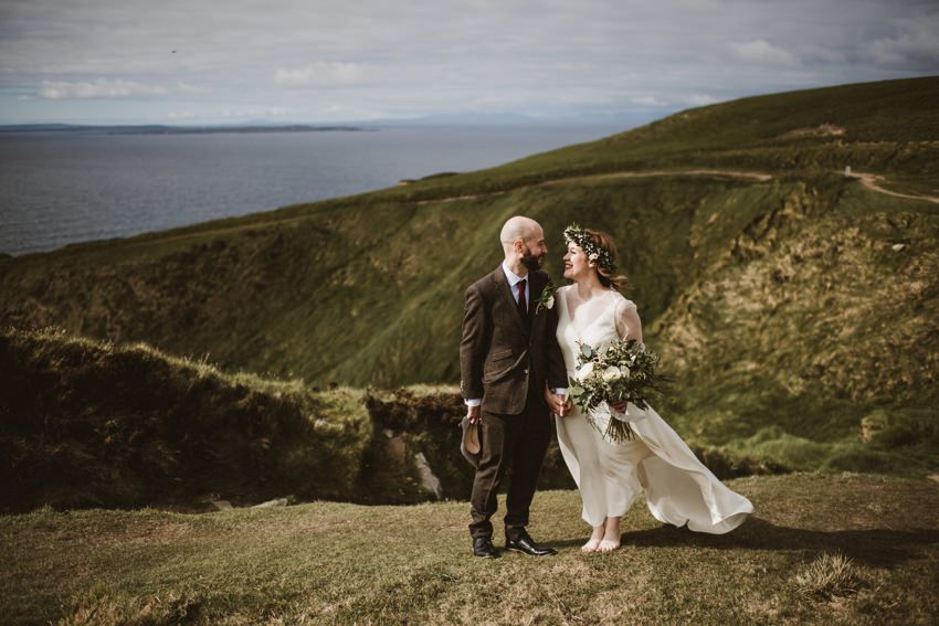 cliffs of moher elopement couples on cliff kissing