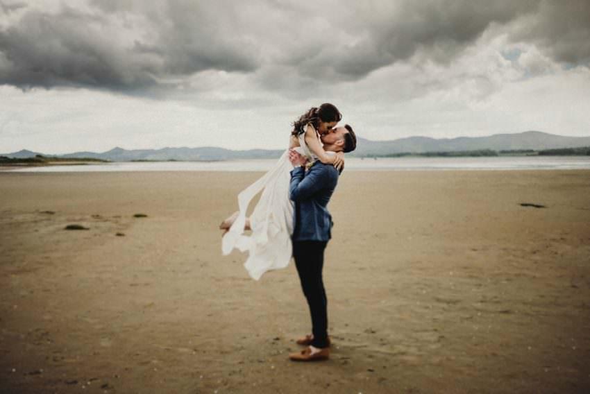 couples kissing at beach wedding in Sligo