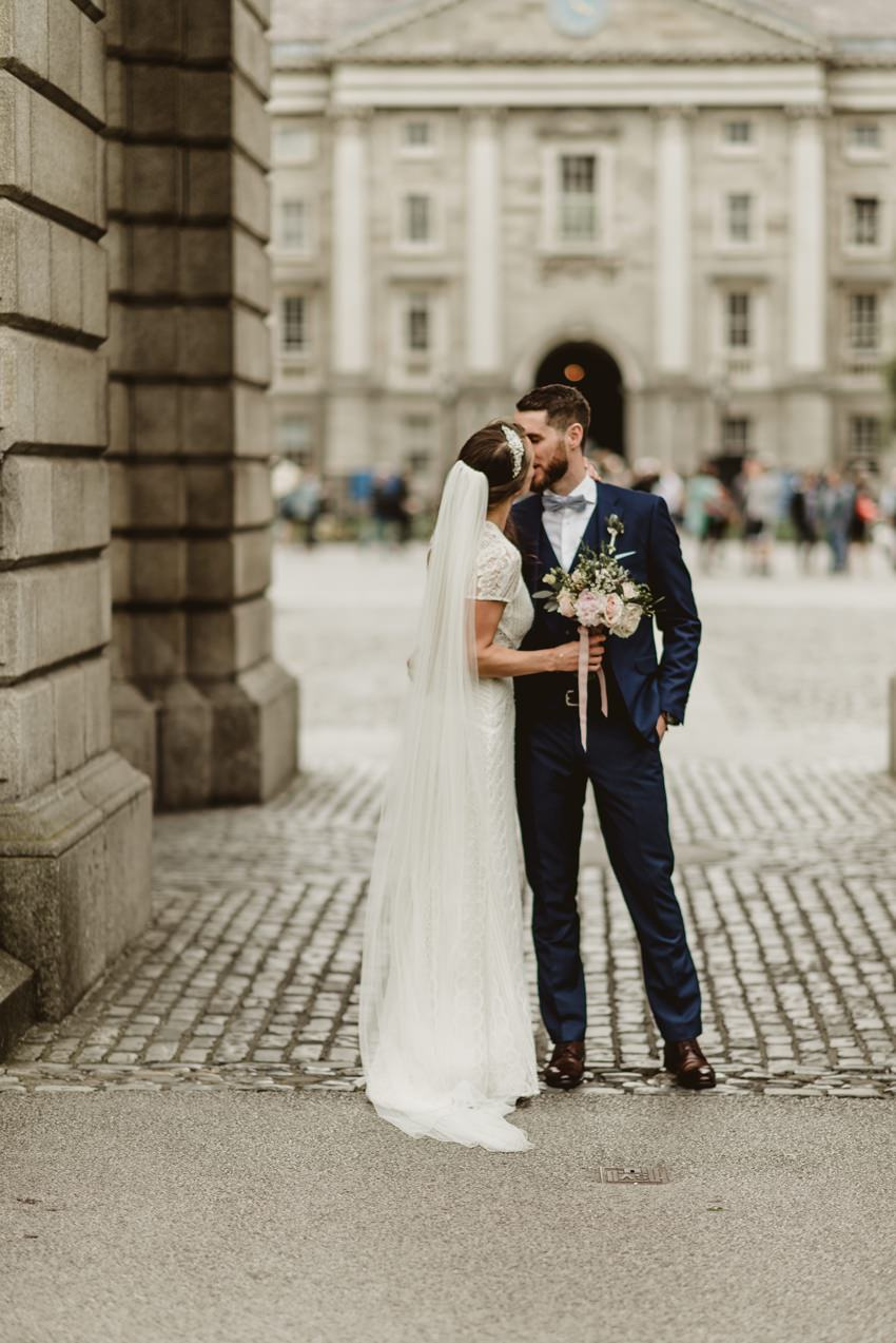 couples under the arch in trinity college