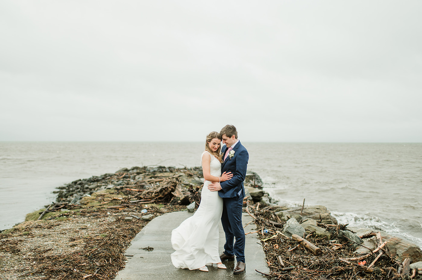 Maried couple during a stormy weather in Donegal