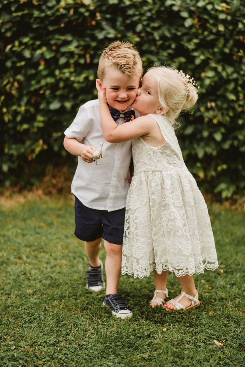 kids kissin at wedding